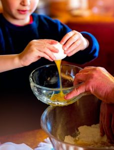 niños aprenden a cocinar